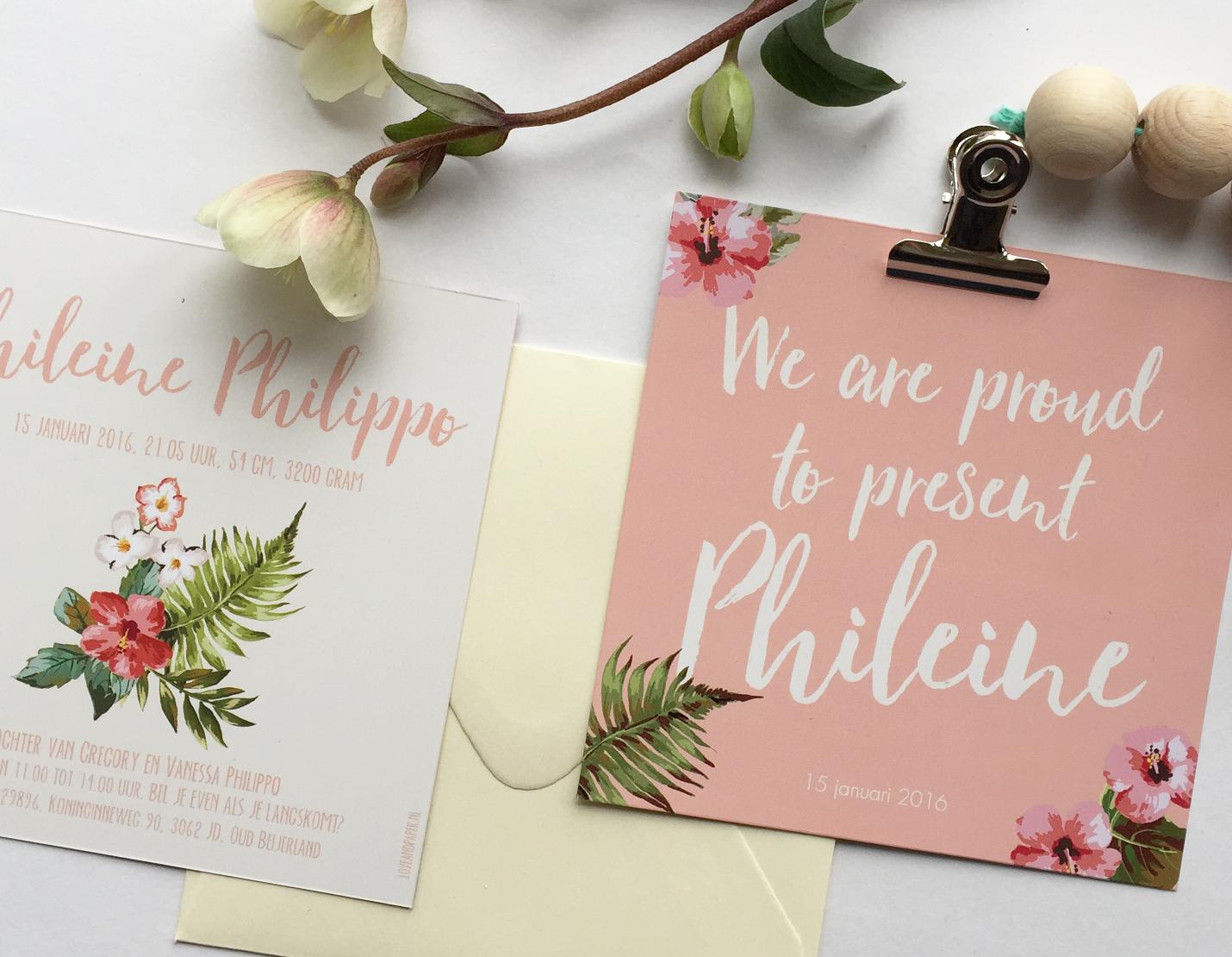 vierkant kaartje met bloemen en kralen ketting