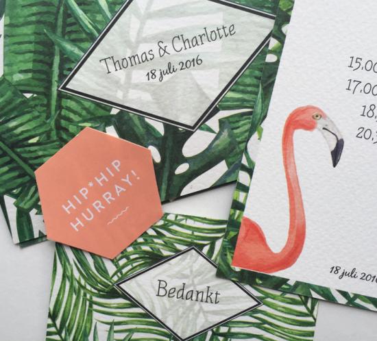trouwkaarten met flamingo en bladeren